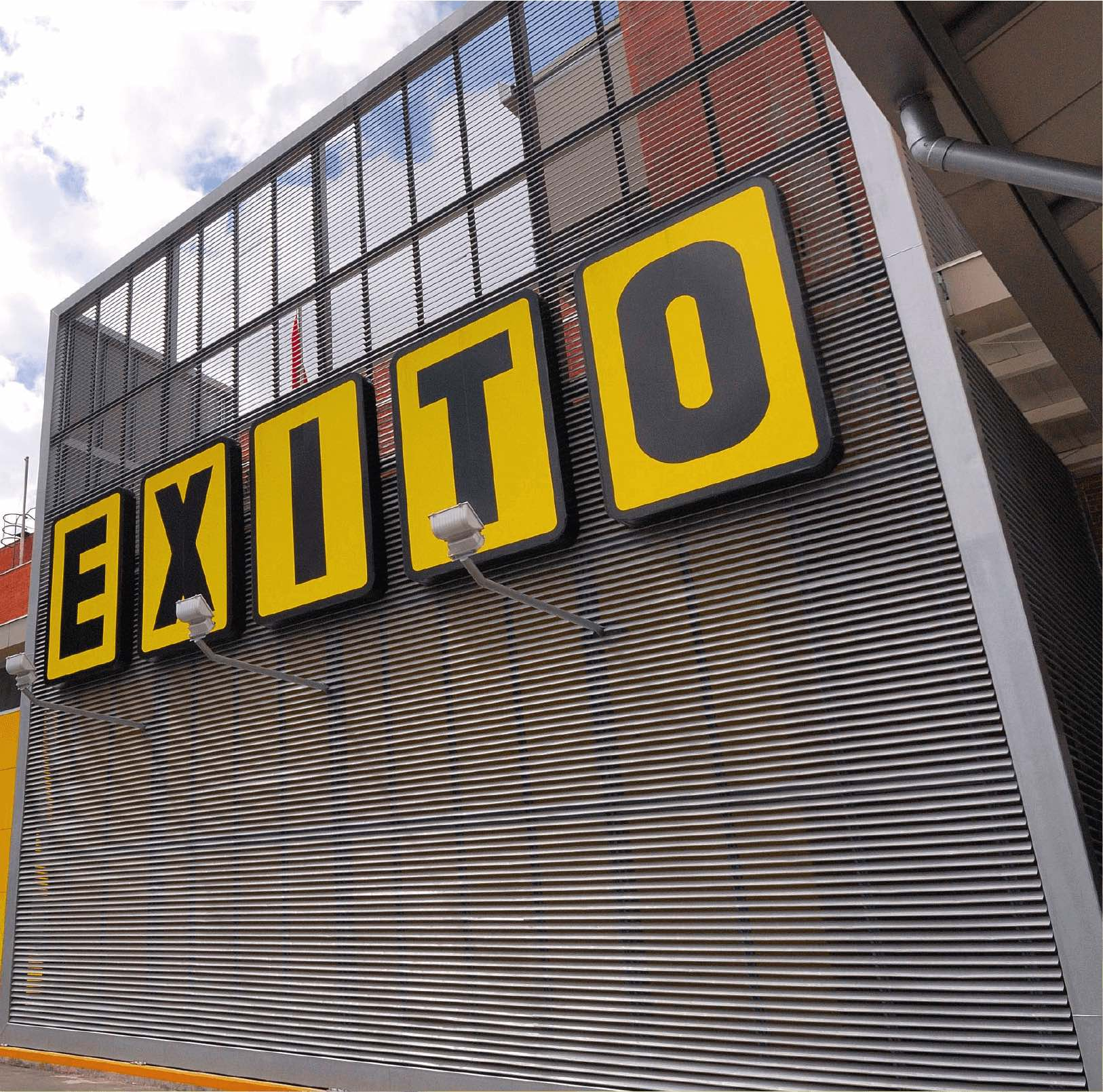 Éxito lists its share in the stock Exchange of Bogotá, Medellín and Occidente.